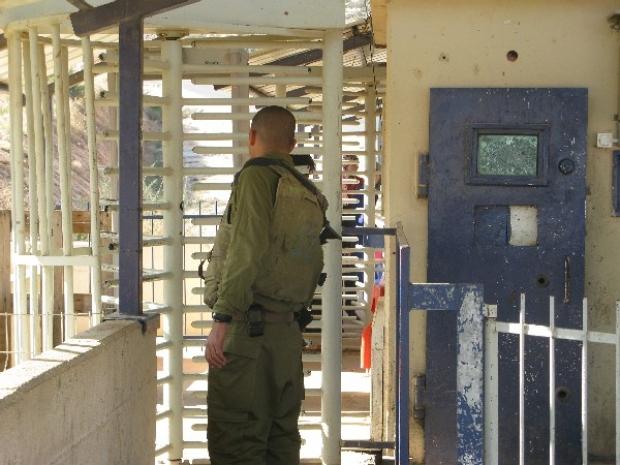 <p>[] 26  Tayasir checkpoint, Jordan Valley</p><p>Photo credit: Eyal Hareuveni, B'Tselem</p>