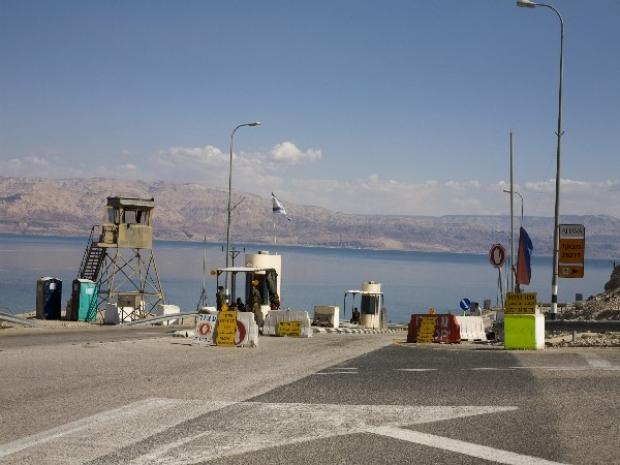 <p>[] 13  Checkpoint near the Mitzpe Shalem settlement, northern Dead Sea area</p><p>Photo credit: Keren Manor, activestills.org</p>