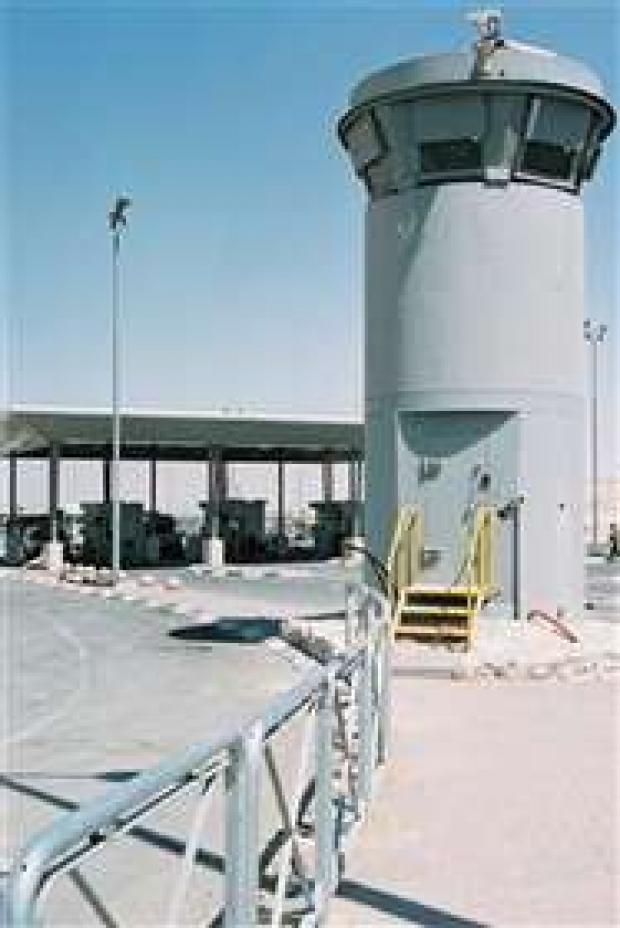 <p>[7879] 17  Qalandia Checkpoint observation tower.</p><p>Photo credit: Gil Medalsy, B'Tselem</p>