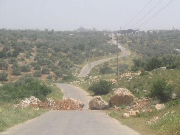 <p>[9457] 13  The blocked road linking 'Izbat a-Tabib and the northern entrance to 'Azzun Village, Qalqiliya District.</p><p>Photo credit: Raaed Moqdi, B'Tselem</p>