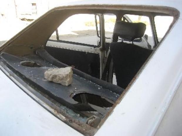 <p>[10234] 30  Settlers vandalized dozens of cars in Hebron, 30 November 2008.</p><p>Photo credit: Musa Abu Hashhash, B'Tselem</p>