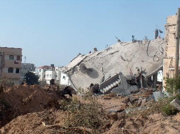 <p>[10395] 25  Operation Cast Lead:Ruins of houses in al-'Atatreh, a neighborhood in Beit Hanun.  </p><p>Photo credit: Khaled 'Azayzeh, B'Tselem</p>